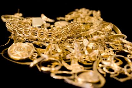 Altın takıları parlatmak için