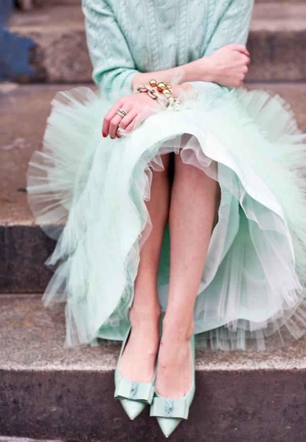 Небольшая подборка образов, в которые входят разнообразные юбки из фатина. . Приятного просмотра
